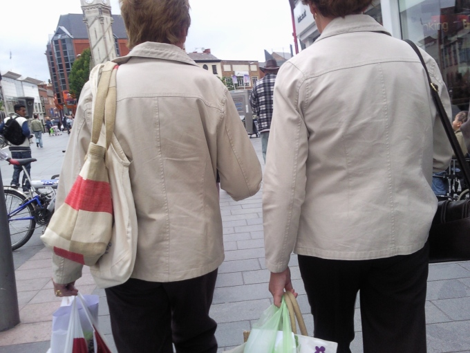 yes, these are two adult women wearing the exact same jacket, i checked=